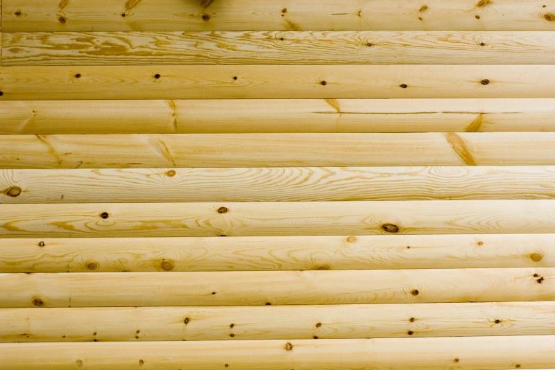 Наличие сучков, трещин и червоточин на древесине