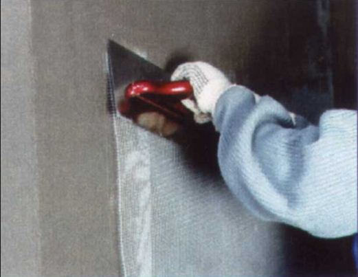 Утопление армирующей стеклосетки в растворе Церезит СТ 85