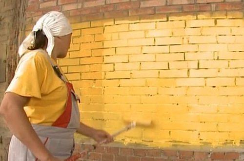 чем красить фасад дома