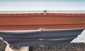 Деформация винилового сайдинга черного цвета