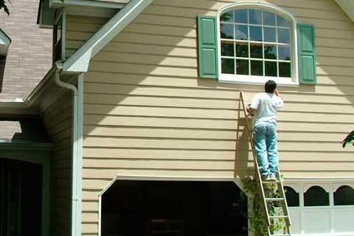 Деревянной дом, окрашенный перхлорвиниловой краской