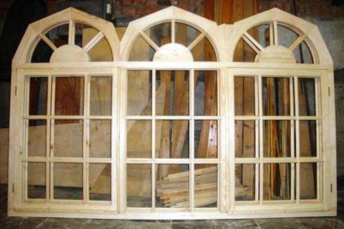 Деревянные окна на веранду из сосны – самое распространенное решение