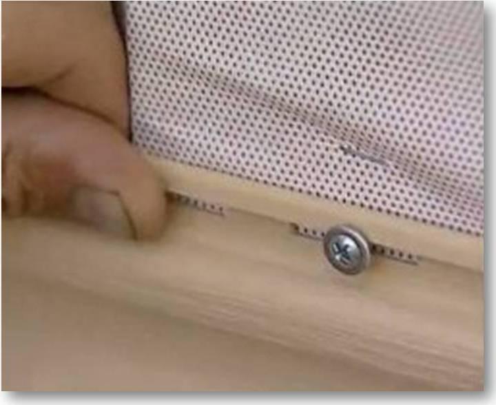 Крепеж полосы сайдинга на оцинкованные саморезы