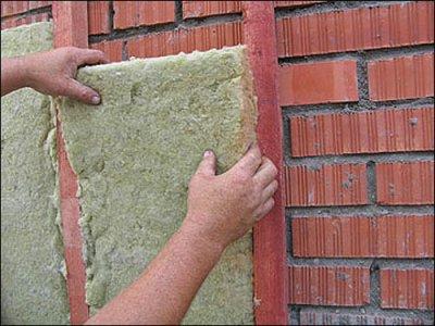 Дополнительный слой теплоизоляции для кирпичной стены.