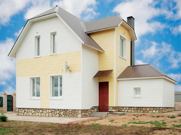 Два цвета сайдинга в декоре дома выглядят эффектно и оригинально
