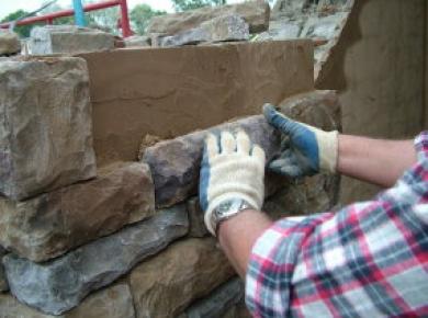 Камень искусственный в наружном оформлении дачи