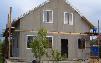 Цементно-стружечные плиты позволяют с минимальными затратами времени получить ровный и готовый к покраске фасад