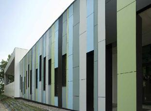Фасад, обшитый композитными панелями