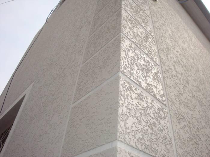 Фасад, отделанный штукатуркой «Короед»