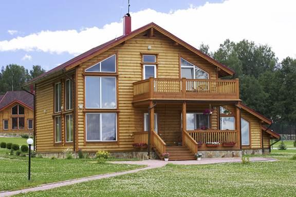 Пример отделки фасада деревянного дома современными лакокрасочными материалами