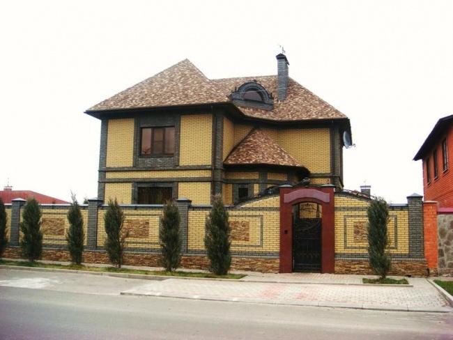 Облицовка фасада дома фасадной плиткой под камень