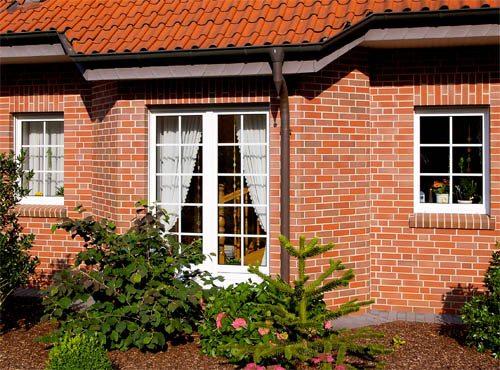 Плиткой для фасадов можно украсить любой дом