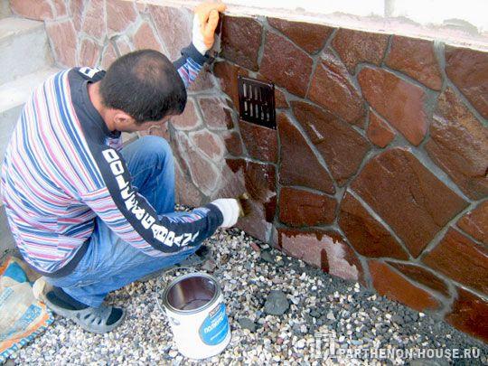 Полиуретановый лак по бетону и камню придаст облицовке более благородный внешний вид.