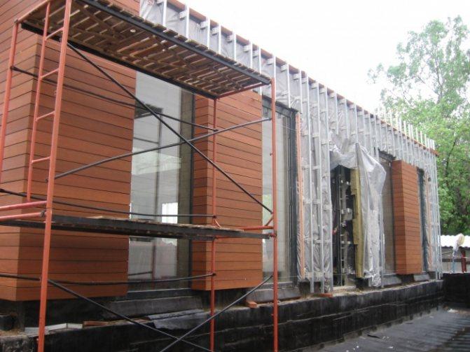 Скошенный планкен идеален для отделки фасадов