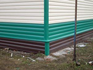 Фото: цветовая гамма покрытий стального сайдинга позволяет реализовывать самые разнообразные стилистические решения в отделке фасадов
