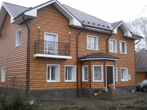Фото жилого дома, отделанного металлосайдингом