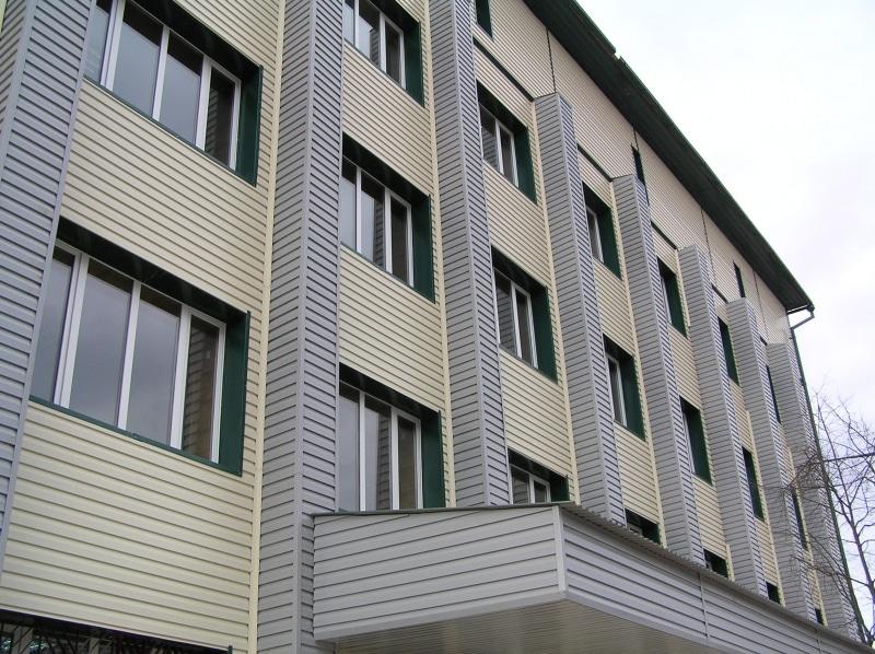 Фундамент высотных зданий для обшивки металлосайдингом должен быть достаточно прочным