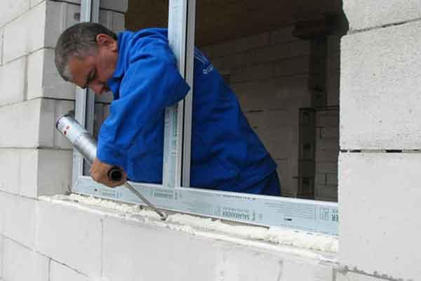 Грамотный монтаж оконной рамы – лучшая профилактика сквозняка.