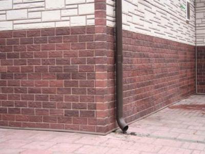 Переход между двумя видами фасадных элементов.
