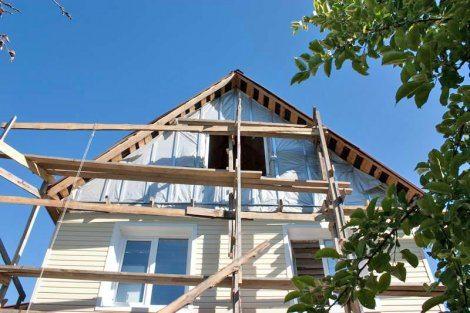 Обшитый сайдингом дом – приступаем к отделке фронтона