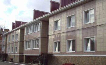 Керамогранит — весьма популярный материал для внешней отделки зданий