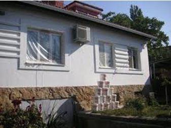 Фасад дома, отделанный краской Корунд
