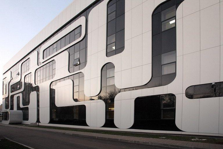 Эффектный светопрозрачный фасад в стиле «хай-тек»