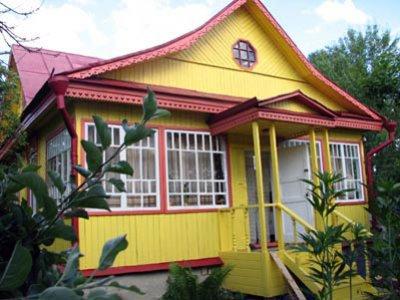 Стандартная окраска фасада приусадебного дома масляной краской