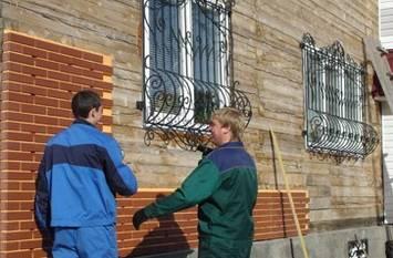 Процесс отделки фасада в самом разгаре