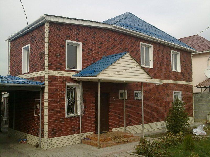 Дом, отделанный металлосайдингом под кирпич