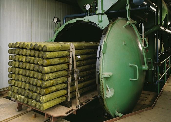 на фото автоклав для импрегнации древесины под давлением