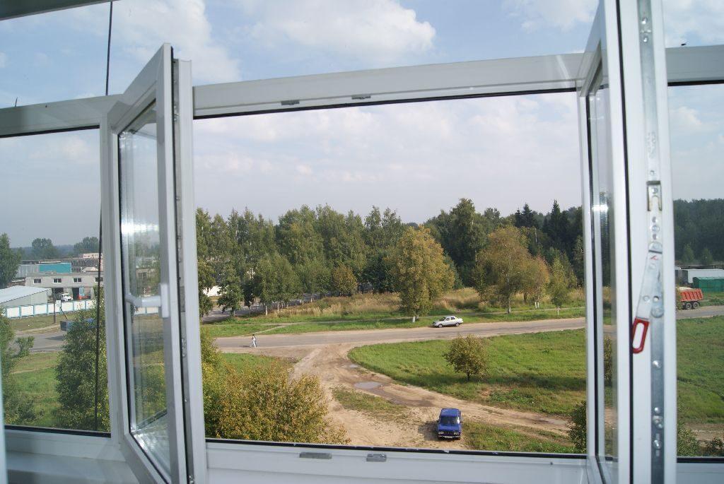 На фото: открытое окно без перегородки позволит насладиться видом из окна
