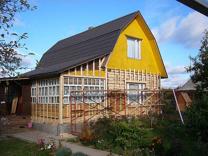 Обрешетка из деревянного бруса для отделки небольшого дачного домика