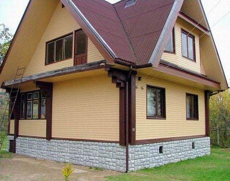 Бревенчатая конструкция превратилась в «пластиковый» дом