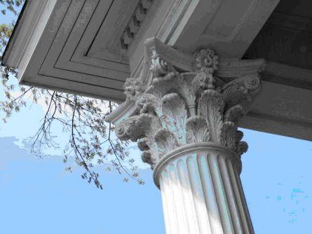 Обязательный элемент фасада в классическом стиле колонны
