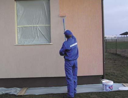 Окна следует заклеить пленкой, чтобы не испачкать стекло и раму