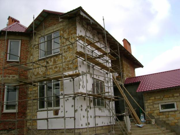 Внутри дома станет теплее. Кроме того, стены станут ровными.