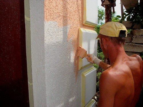 отделка фасадов домов короедом