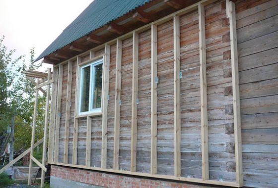 Для деревянных стен важно обеспечить либо паропроницаемость утепления, либо вентиляцию фасада.