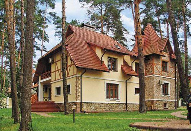Загородный дом, оформленный в альпийском стиле