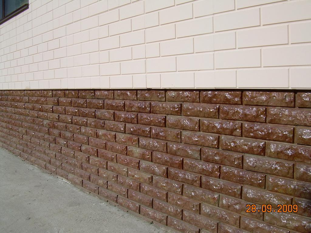 Отделанная полифасадом стена