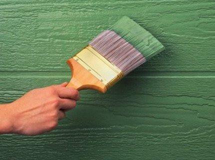 При покраске очень важным элементом является инструмент: кисть или валик должны быть высокого качества