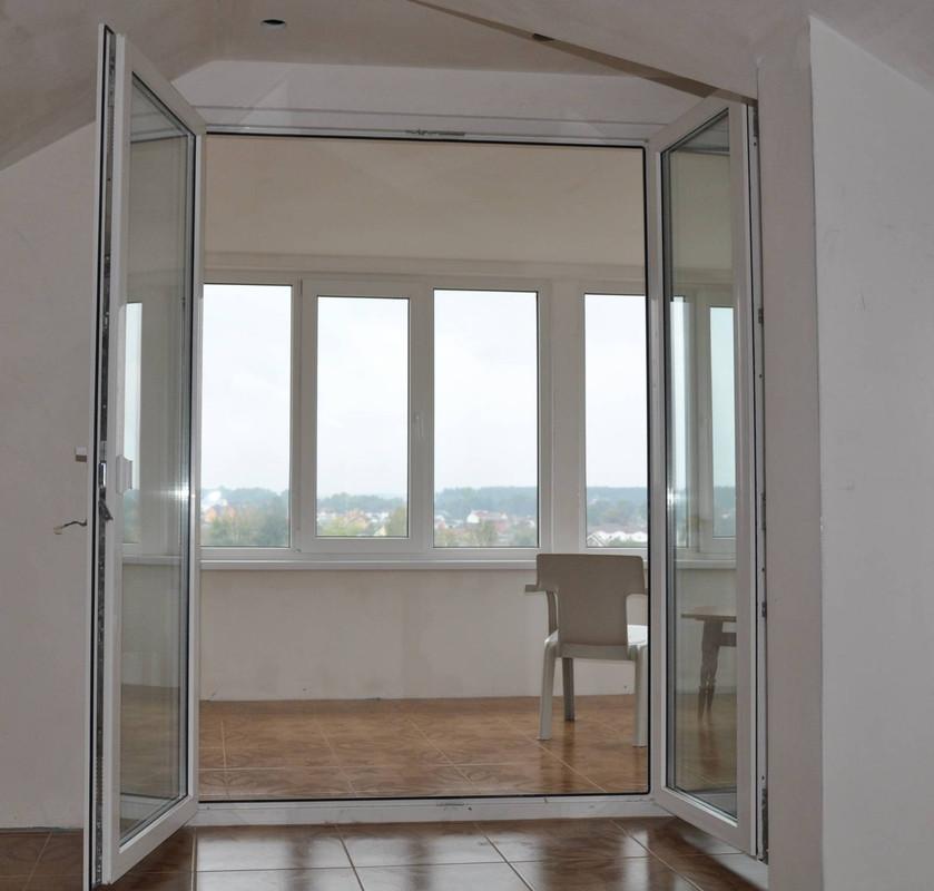 Привлекательность такой системы лучше всего можно оценить при изготовлении двери: открыв две створки, можно вынести или внести даже самые крупногабаритные изделия