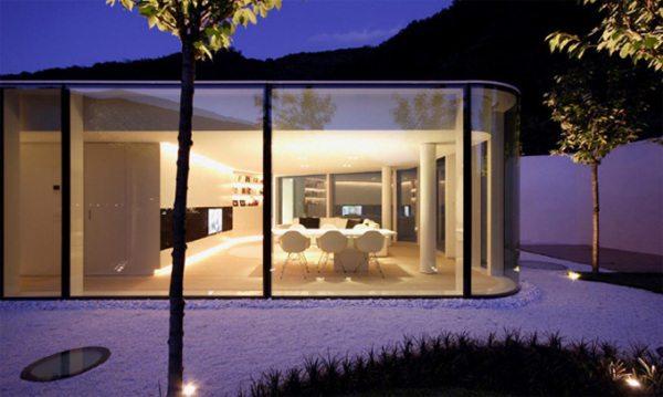проекты домов со стеклянным фасадом