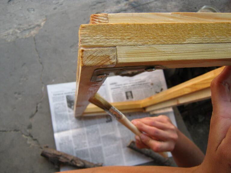 Пропитка олифой надежно защитит древесину от влаги