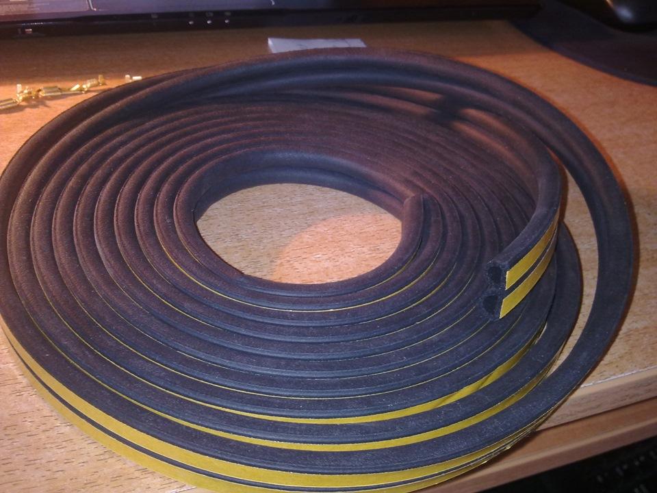 Резиновый уплотнитель с клейким слоем