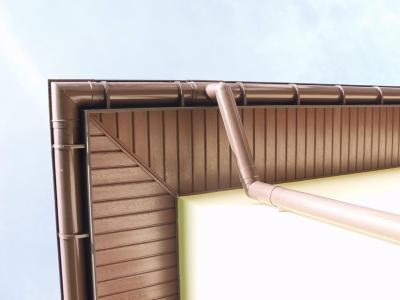Металлосайдинг: софит вместе с водосточной системой.