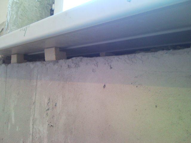 Следите за тем, чтобы бруски или другие опорные элементы не выступали за поверхность стены, иначе вам придется отрезать их, что достаточно сложно и отнимает много времени.