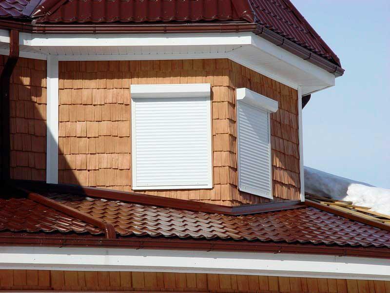 Теплые цвета натуральной древесины придают отделке здания изысканный и неповторимый стиль