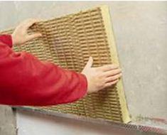Установка плиты теплоизоляции на цокольный профиль
